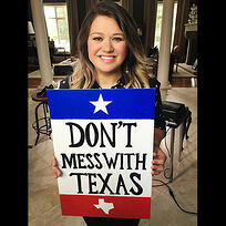kelly_clarkson_selfie_dont_mess_with_texas.jpg